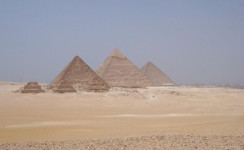 Individuare un sito archeologico: le piramidi diGiza