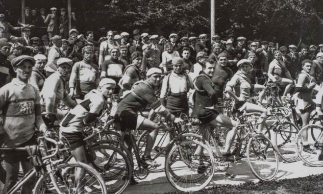Gara ciclistica a Crespi d'Adda, foto d'epoca