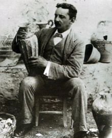 young_arthur_evans_at_knossos_