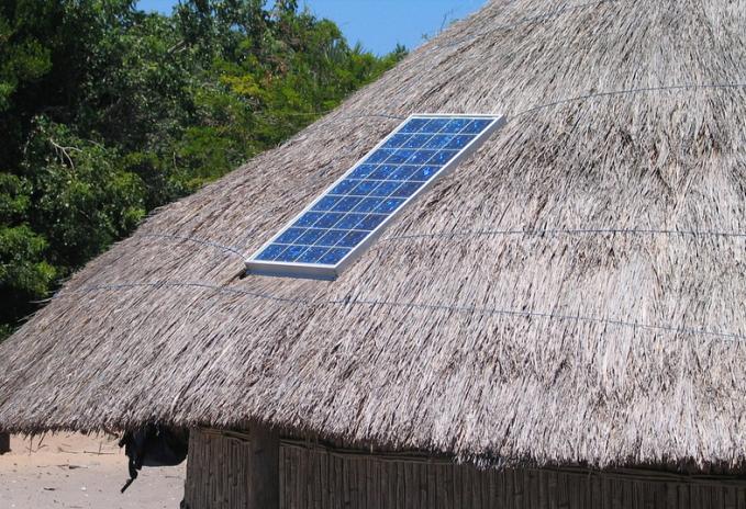 capanna e pannello solare